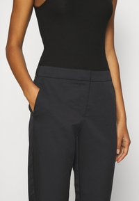 Vero Moda - VMCHIC ANKLE PANTS - Trousers - black - 5