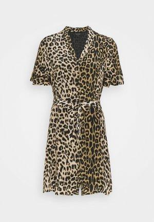 LEPPO DRESS - Denní šaty - leopard yellow
