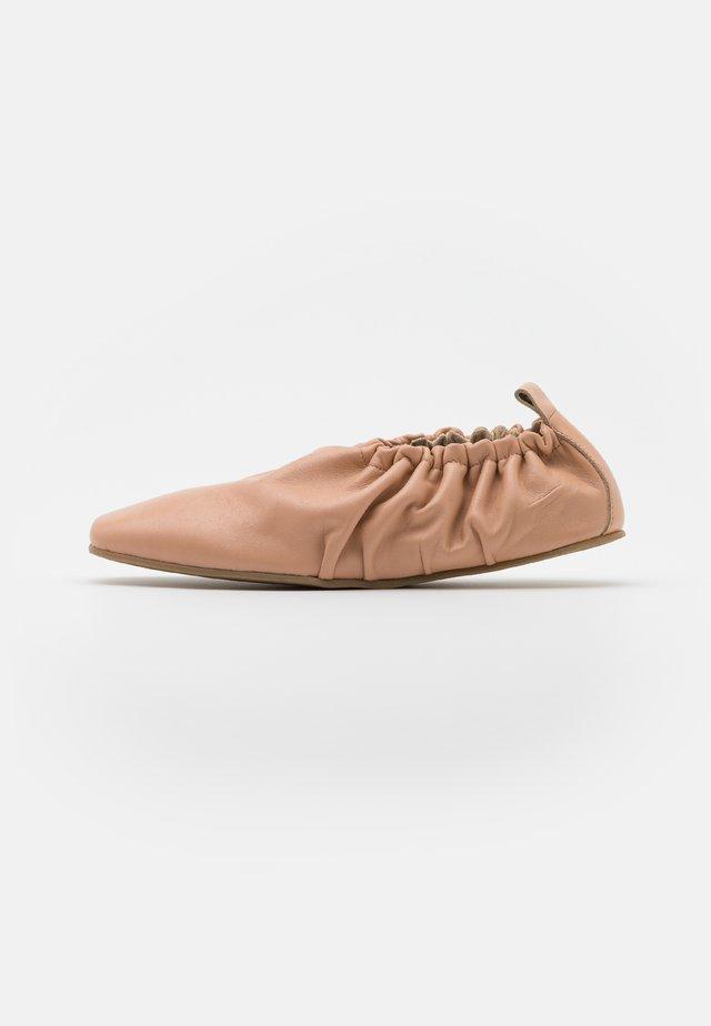 Slippers - beige