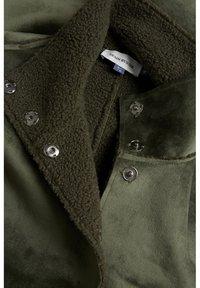 Denim Hunter - DHBELLE SHEARLING COAT - Manteau classique - forest night - 10