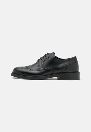LUXITY - Derbies - black
