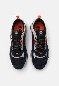 Colmar Originals - AYDEN BLADE - Sneakers laag - navy/orange - 3