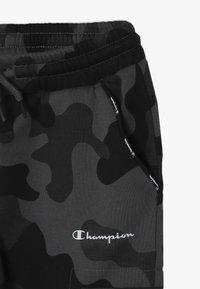 Champion - AMERICAN CLASSICS MAXI LOGO CUFF CARGO PANT - Verryttelyhousut - dark grey/black - 4