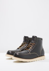 Eastland - LUMBER UP - Lace-up ankle boots - navy - 2