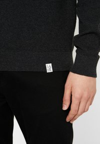 Pier One - Stickad tröja - mottled dark grey - 5