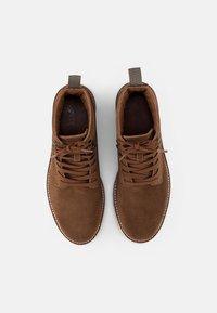 Levi's® - BERGBOOT RIPPLE - Šněrovací kotníkové boty - medium brown - 3