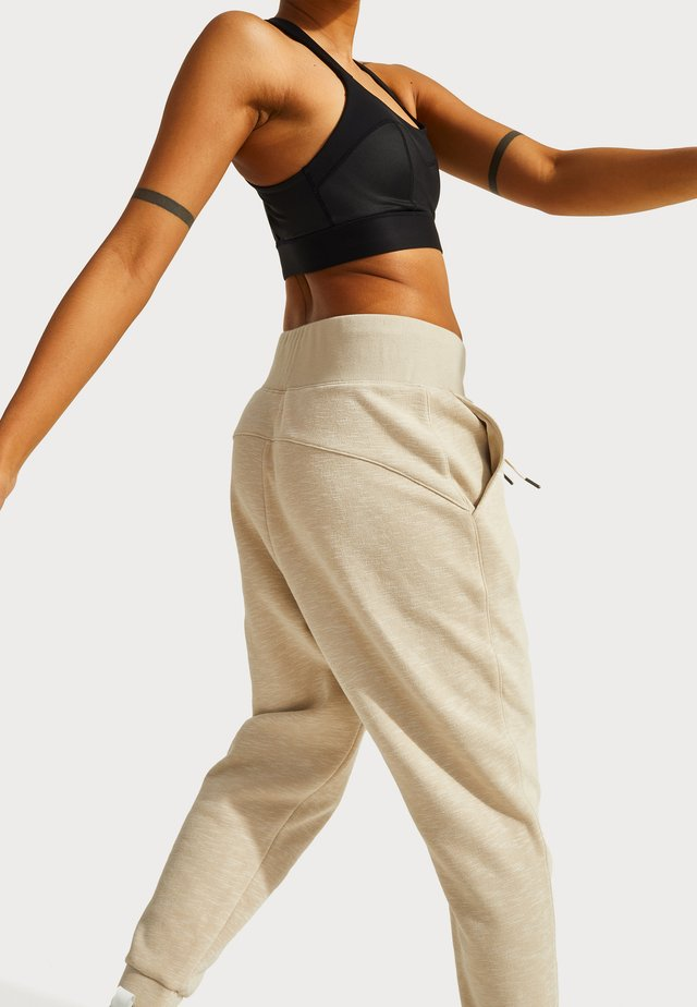 SWEATY BETTY X HALLE BERRY GINGER ESSENTIALS - Tracksuit bottoms - pebble beige