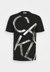 Calvin Klein - GOLD BIG - T-shirt con stampa - black/silver - 0