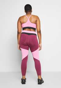Nike Performance - ONE PLUS - Leggings - magic flamingo/villain red/game royal - 2