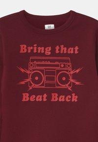 GAP - BOY DOORBUSTER CREW - Sweatshirts - red - 2