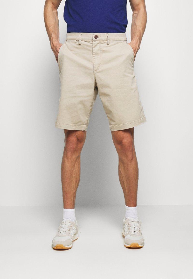 GAP - IN SOLID - Shorts - iconic khaki