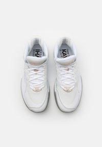 New Balance - X KAWHI JOLLY RANCHER - Basketball shoes - white - 3