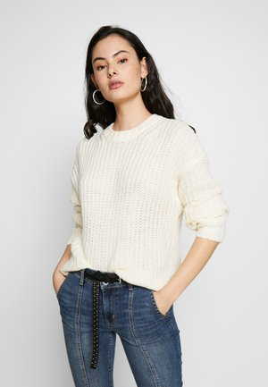 SLOUCHY CROPPED CABLE - Svetr - cream