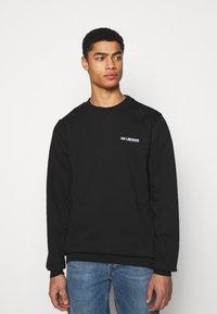 Han Kjøbenhavn - CASUAL CREW - Sweatshirt - black - 0