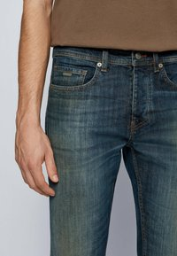 BOSS - Jeans Tapered Fit - dark blue - 3