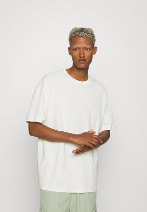 CLASSICS BOXY TEE - Basic T-shirt - off-white