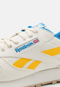 Reebok Classic - CL LTHR GROW - Trainers - chalk/pride yellow/horizon blue - 5