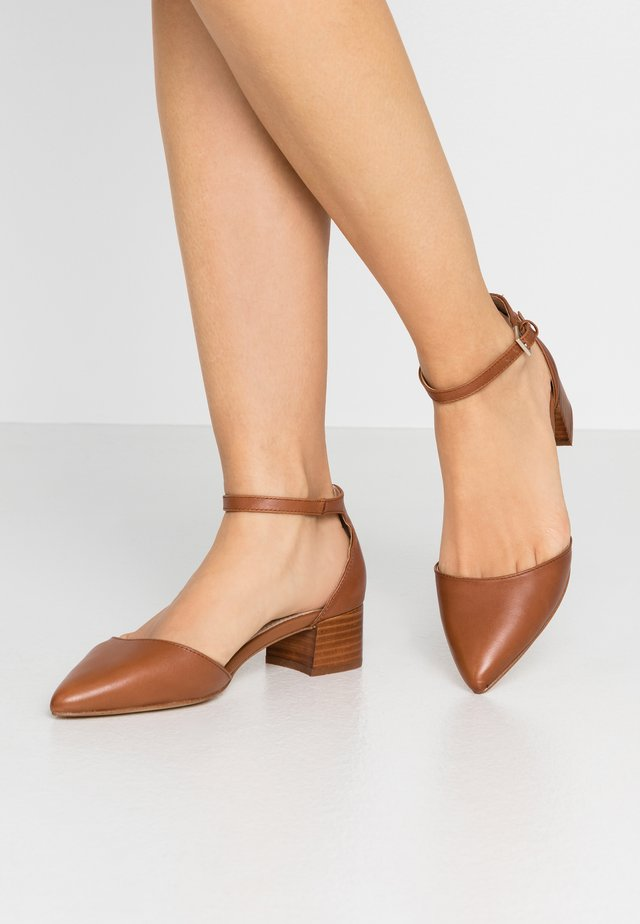 ZULIAND - Classic heels - medium brown