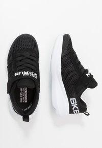 Skechers - GO RUN FAST - Tenisky - black/white - 0