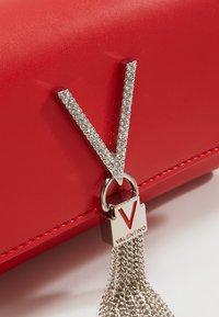 Valentino by Mario Valentino - RANMA - Across body bag - rosso - 5