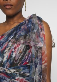 Adrianna Papell - SHIRRED PRINTED GOWN - Iltapuku - red/blue/multi - 5