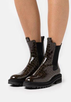 Platform ankle boots - green