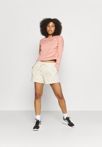 The North Face - CLASS V - Shorts outdoor - off-white - 1