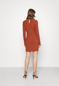 Glamorous - LONG SLEEVE DRESS - Shift dress - rust - 2
