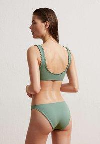 OYSHO - SEAMLESS CURLY CLASSIC  - Bikini bottoms - green - 2