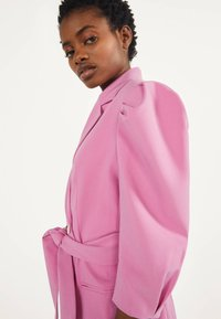Bershka - MIT BALLONÄRMELN - Shirt dress - pink - 3