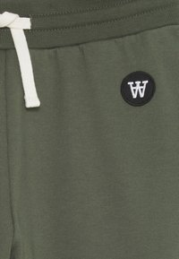 Wood Wood - RAN KIDS TROUSERS - Pantalones deportivos - army green - 2