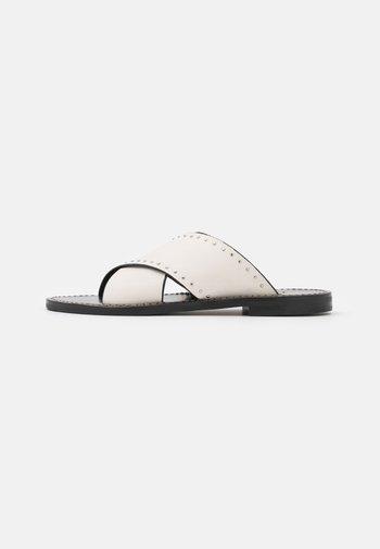 CIABATTINA  - Pantofle - neve