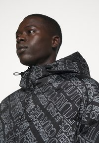 Versace Jeans Couture - QUILTED JACKET - Down jacket - nero - 3