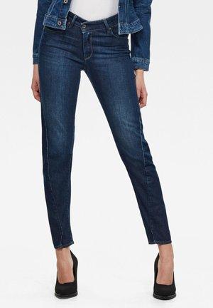 JOCI 3D MID SLIM - Slim fit jeans - worn in cobalt