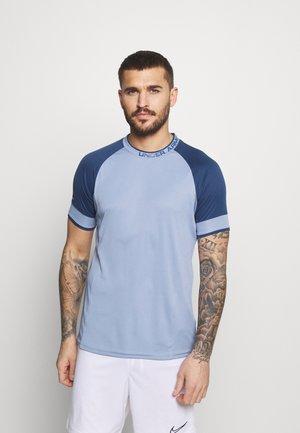 CHALLENGER TRAINING  - T-shirt imprimé - washed blue