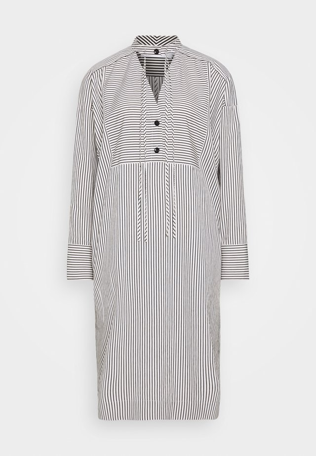 STRIPED PAJAMA CAFTAN - Denní šaty - optic white/cream/black