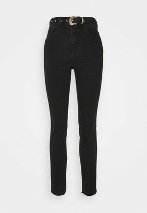 PCROSIE SLIM ANK WESTERN BELT - Slim fit jeans - black