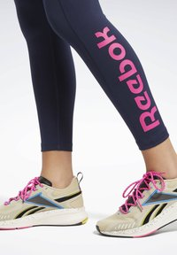 Reebok - TRAINING ESSENTIALS LINEAR LOGO LEGGINGS - Collant - blue - 5