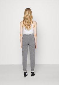 Hollister Co. - LOGO - Teplákové kalhoty - grey - 2