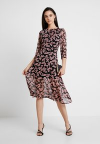Missguided - FLORAL RUCHED DETAIL MIDAXI DRESS - Day dress - black - 1