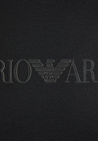 Emporio Armani - T-shirt med print - black - 6