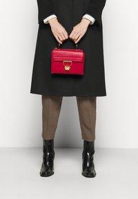 Coccinelle - ARLETTIS - Handbag - ruby - 0