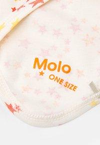 Molo - BIB AND HAT SET UNISEX - Beanie - beige/red - 4