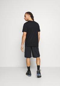 Jordan - AIR CREW - Print T-shirt - black/white/smoke grey - 2