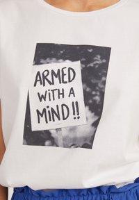ARMEDANGELS - Print T-shirt - white - 3