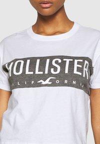 Hollister Co. - T-shirt med print - white - 4