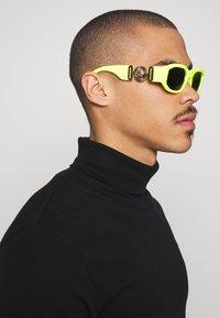 Versace - UNISEX - Solbriller - yellow - 1