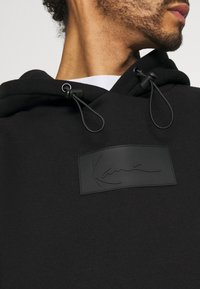 Karl Kani - SMALL SIGNATURE BOX HOODIE UNISEX  - Sweatshirt - black - 3