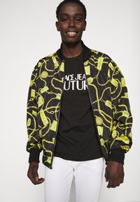 Versace Jeans Couture - LOGO - Print T-shirt - black - 3
