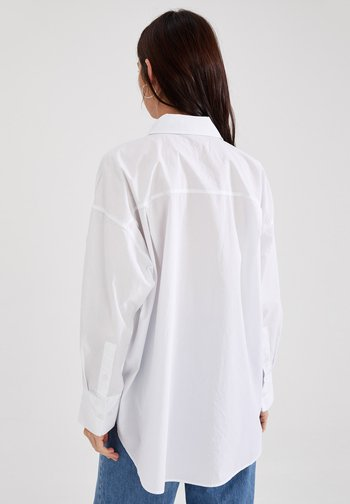OVERSIZE FIT - Button-down blouse - white